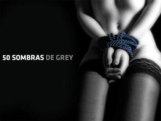 Cincuenta sombras de Grey chica atada sexy
